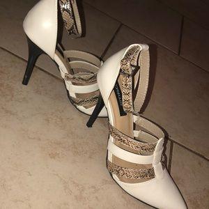 Straps heels